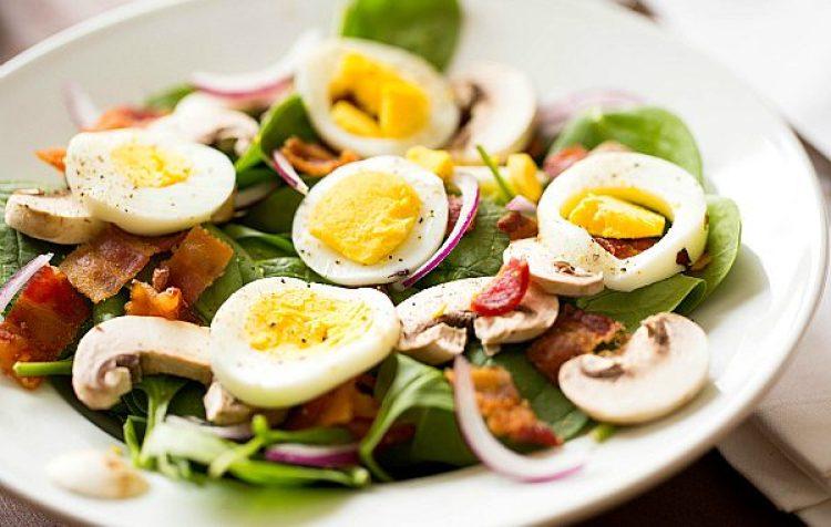 Ukusna ljetna salata sa pancetom
