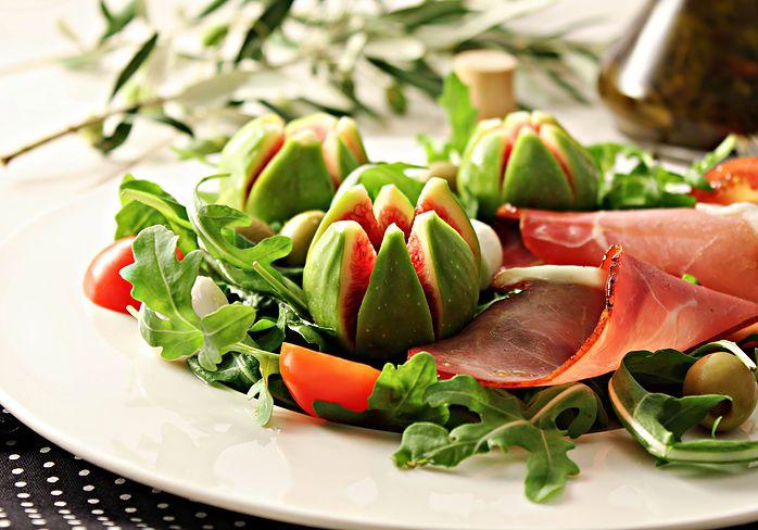 salata-sa-smokvama-i-prsutom