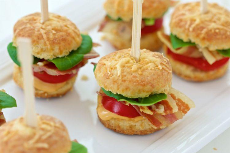 cocktail-mini-kreker-hamburgeri-punjeni-slaninom